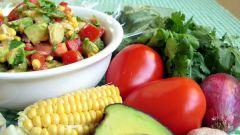 Мексиканский салат с кориандром и орехом макадамия