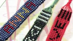 How to weave a bracelet with the name