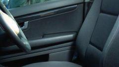 Как открыть машину, если заблокировало двери