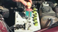 Как добавить электролит в аккумулятор