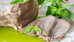 Как приготовить язык под белым соусом с изюмом