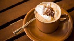 Очень вкусный кофе со взбитыми сливками