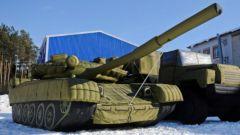 Зачем российским военным надувные макеты военной техники?