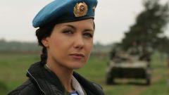 Как девушке стать военнослужащей?