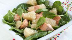 Тайский салат из соленого лосося и помело
