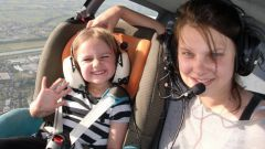 Как взять автокресло в самолет