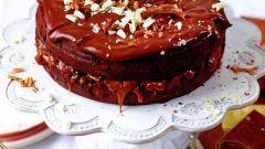 Как приготовить шоколадный пирог с солёной карамелью