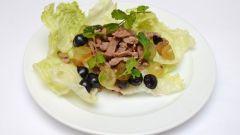 Теплый салат с телятиной и виноградом