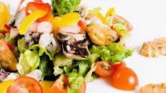 Как приготовить морской коктейль с жареными овощами