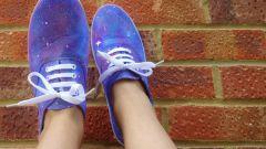 Как нарисовать звёздное небо на белых ботинках