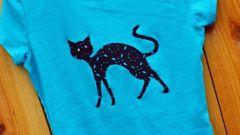 Как сделать красивую чёрную кошку на цветной футболке