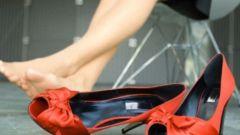 Балетки, ботильоны, кеды и кроссовки... Какая обувь полезна, а какая нет?