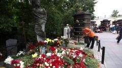 Кто из знаменитых личностей похоронен на Ваганьковском кладбище