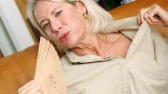 At what age starts menopause