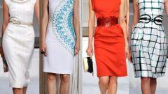 Как и с чем носить платье-футляр