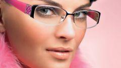 Как делать макияж тем, кто носит очки?