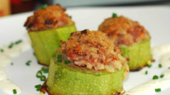 How to cook baked zucchini with minced meat