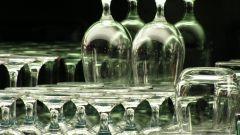 Нужно ли бить свадебные бокалы