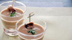 Как приготовить необычный крем-суп с мидиями и шампанским