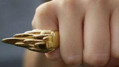 Who wears a ring on little finger