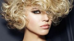 Какую прическу можно сделать на короткие пушистые волосы