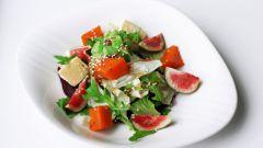 Салат с тыквой, рукколой и инжиром