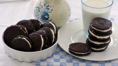 Как приготовить шоколадное печенье с прослойкой из белоснежного крема