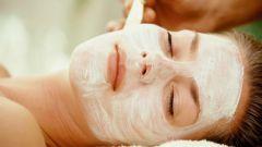 Как нужно правильно наносить маски для лица