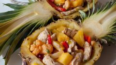 Салат из индейки в ананасе