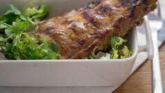 Как запечь свиные ребрышки в кисло-сладком соусе из персиков