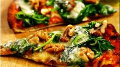 Пицца с голубым сыром и шпинатом