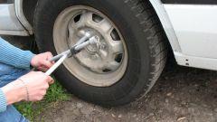 Как поменять автомобильное колесо?