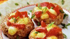 """Как приготовить """"гнездышки"""" с помидорами и сыром"""