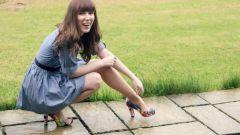Какие туфли подойдут к голубому платью