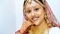 Зачем индийским невестам рисуют хной разные рисунки на руках