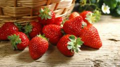 What to eat the strawberries