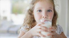 С какого возраста ребенку можно давать парное коровье молоко