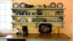 Чем красить кухонные деревянные полочки