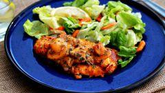 Как запечь маринованные куриные грудки под сыром