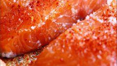 Запеченный лосось с кукурузой и специями