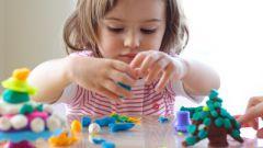 5 игр для развития моторики рук для детей до двух лет