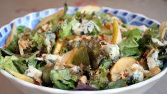 Салат с грушами и дор-блю