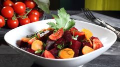 Богатые витаминами блюда: салат из свеклы и моркови