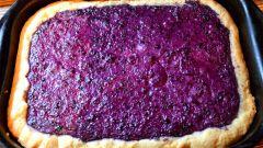 Как приготовить сладкий песочный пирог с творожной начинкой