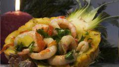 Готовим ананас с креветками