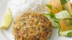 Котлеты из лосося с салатом