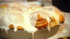 Как приготовить булочки с корицей и сливочной глазурью