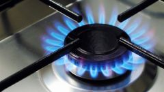 How do you clean the grate of a gas stove