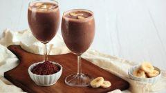Как приготовить бананово-шоколадный коктейль