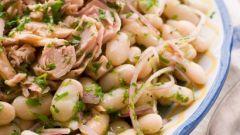 Фасолевый салат с тунцом и сельдереем